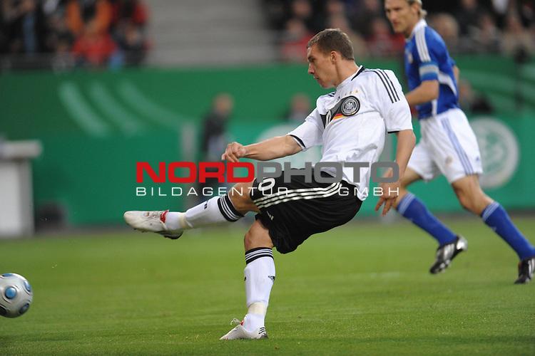 Fussball, L&auml;nderspiel, WM 2010 Qualifikation Gruppe 4  14. Spieltag<br />  Deutschland (GER) vs. Finnland ( FIN )<br /> <br /> <br /> Lukas Podolski ( GER / Koeln #10 )<br /> <br /> Foto &copy; nph (  nordphoto  )<br />  *** Local Caption *** <br /> <br /> Fotos sind ohne vorherigen schriftliche Zustimmung ausschliesslich f&uuml;r redaktionelle Publikationszwecke zu verwenden.<br /> Auf Anfrage in hoeherer Qualitaet/Aufloesung