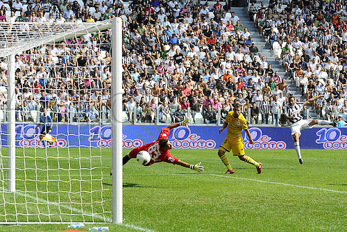 11 09 2011  Turin, Italy. Series A Juventus versus Parma.  Photo shows the goal scored by Simone Pepe
