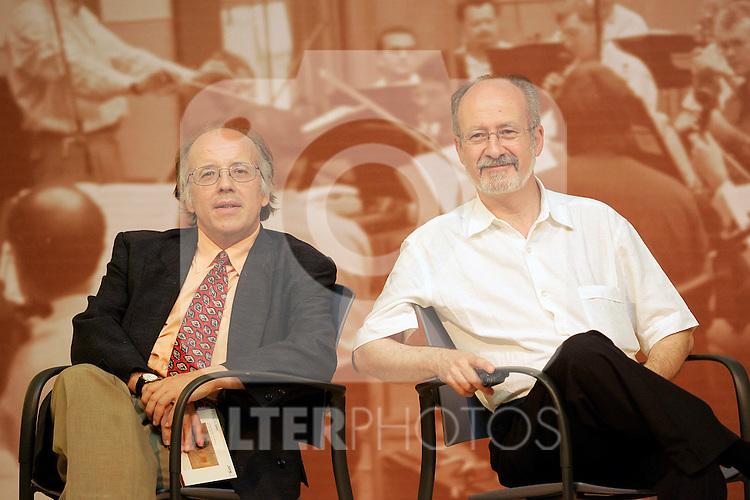 El compositor espanol Jose Luis Turina (r) y el director de orquesta Jose Luis Temes..(ALTERPHOTOS/Acero).