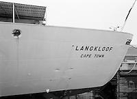 Scheepswerf Beliard Murdoch in Antwerpen.  Januari 1964.  Schip Langkloof uit Kaapstad Zuid-Afrika.