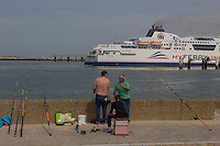 France, Pas-de-Calais (62), Côte d'Opale, Calais: Ferry sortant du port  //  France, Pas de Calais, Cote d'Opale (Opal Coast), Calais: Ferry leaving the port