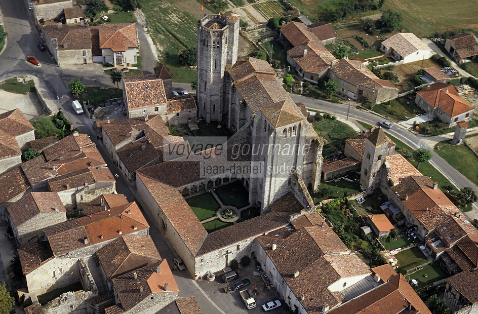 Europe/France/Midi-Pyrénées/32/Gers/La Romieu: Vue aérienne de la Bastide et église collégiale Saint Pierre (Classée au patrimoine mondial de l'UNESCO)