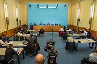 Senatspressekonferenz in Berlin am Dienstag den 17. Maerz 2020.<br /> Auf der Pressekonferenz erlaeuterten die Senatorin fuer Wirtschaft, Energie und Betriebe, Ramona Pop (Buendnis 90/Die Gruenen) (auf dem Podium 2.vl.) und die Senatorin fuer Gesundheit, Pflege und Gleichstellung, Dilek Kalayci (SPD) (auf dem Podium 2.vr.) die aktuellen Beschluesse des Senats zur Corona-Krise.<br /> Im Bild: Die anwesenden Journalisten sitzen mit einem Sicherheitsabstand von mindestens 1,50m von einander entfernt.<br /> 17.3.2020, Berlin<br /> Copyright: Christian-Ditsch.de<br /> [NUR FUER REDAKTIONELLE ZWECKE! Werbung nur auf Anfrage beim Fotografen. Inhaltsveraendernde Manipulation des Fotos nur nach ausdruecklicher Genehmigung des Fotografen. Vereinbarungen ueber Abtretung von Persoenlichkeitsrechten/Model Release der abgebildeten Person/Personen liegen nicht vor. NO MODEL RELEASE! Don't publish without copyright Christian-Ditsch.de, Veroeffentlichung nur mit Fotografennennung, sowie gegen Honorar, MwSt. und Beleg. Konto: I N G - D i B a, IBAN DE58500105175400192269, BIC INGDDEFFXXX, Kontakt: post@christian-ditsch.de<br /> Bei der Bearbeitung der Dateiinformationen darf die Urheberkennzeichnung in den EXIF- und  IPTC-Daten nicht entfernt werden, diese sind in digitalen Medien nach §95c UrhG rechtlich geschuetzt. Der Urhebervermerk wird gemaess §13 UrhG verlangt.]