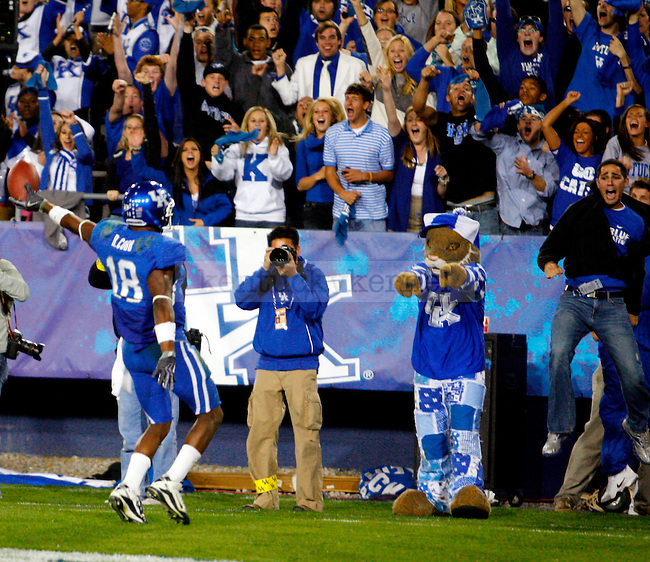 in the second half of UK's 31-28 win over  South Carolina football on Saturday, Oct. 16, 2010. Photo by Britney McIntosh | Staff UK's 31-28 win over  South Carolina football on Saturday, Oct. 16, 2010. Photo by Britney McIntosh | Staff