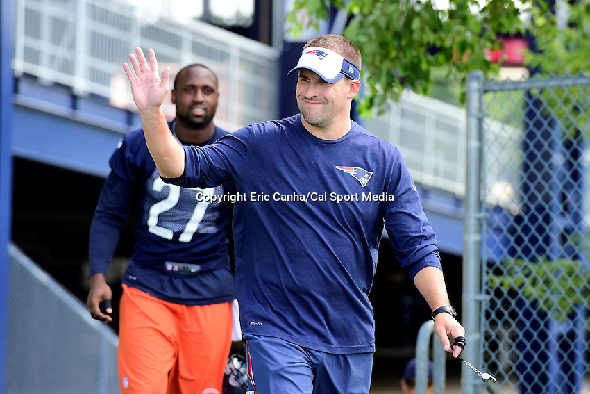 Wednesday, August 17, 2016: New England Patriots offensive coordinator and quarterbacks coach Josh McDaniels waves as he walks onto the practice field at a joint training camp session between the Chicago Bears and the New England Patriots held at Gillette Stadium in Foxborough Massachusetts. Eric Canha/CSM