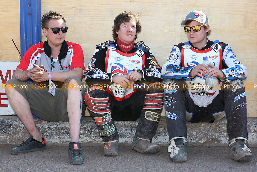 Steve Worrall (R) and Kyle Howarth find some shade - FIM Speedway World Under-21 Team Cup Semi Final at Arena Essex Raceway, Purfleet - 27/05/12 - MANDATORY CREDIT: Gavin Ellis/TGSPHOTO - Self billing applies where appropriate - 0845 094 6026 - contact@tgsphoto.co.uk - NO UNPAID USE.
