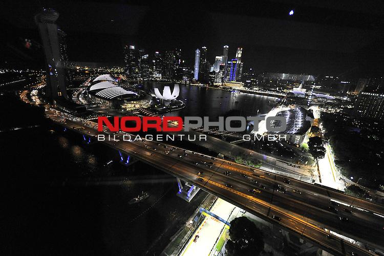 19.-22.09.2013, Marina-Bay-Street-Circuit, Singapur, SIN, F1, Grosser Preis von Singapur, Singapur, DHL Branding - Jenson Button (GBR),  McLaren F1 Team  <br />  Foto &copy; nph / Mathis