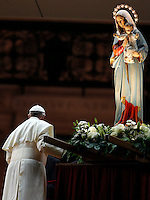 Papa Francesco passa accanto alla statua della Madonna al termine della recita del Santo Rosario per la conclusione del Mese Mariano, in Piazza San Pietro, Citta' del Vaticano, 31 maggio 2013.<br /> Pope Francis passes past the statue of St. Mary as he leaves at the end of the recitation of the Holy Rosary for the conclusion of the month of Mary, in St. Peter's square at the Vatican, 31 May 2013.<br /> UPDATE IMAGES PRESS/Riccardo De Luca<br /> <br /> STRICTLY ONLY FOR EDITORIAL USE