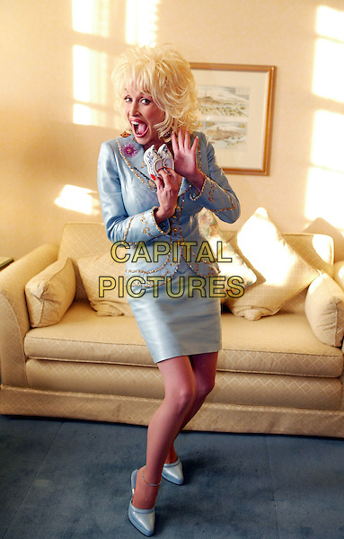 DOLLY PARTON.Photo Call At The Grand Hotel,.Amsterdam, 11th October 2002.www.capitalpictures.com.sales@capitalpictures.com.©Capital Pictures