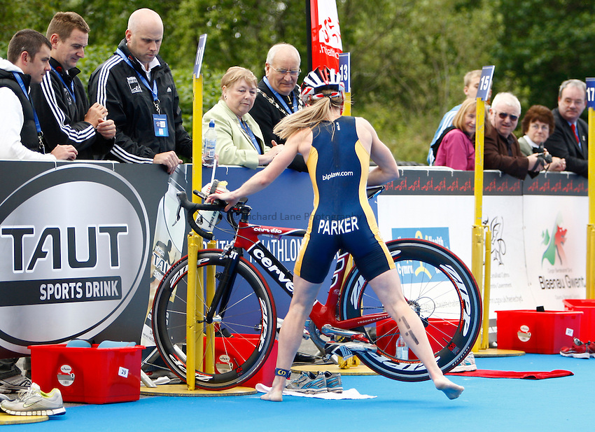 Photo: Richard Lane/Richard Lane Photography. British Triathlon Super Series, Parc Bryn Bach. 18/07/2009. .Jill Parker during the cycle to run transition in the Women's Elite Race.
