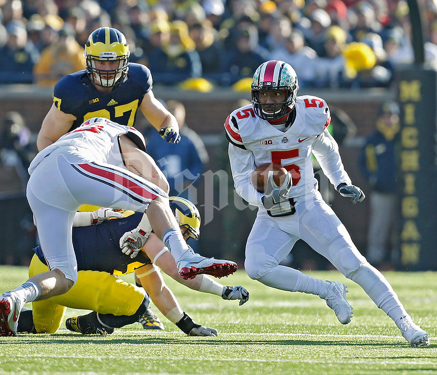 Ohio State Buckeyes quarterback Braxton Miller (5) pulls the ball down and runs against Michigan Wolverines in the 3rd quarter of their college football game at Michigan Stadium in Ann Arbor, Michigan on November 30, 2013.  (Dispatch photo by Kyle Robertson)