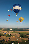 More than 400 hot air balloons took off almost simultaneously at the &quot;Lorraine Mondial Air Ballons 2013&quot;, setting a new world record. <br /> Plus de 400 montgolfi&egrave;res ont d&eacute;coll&eacute; presque simultan&eacute;ment lors du &quot;Lorraine Mondial Air Ballons 2013&quot; - un nouveau record mondial.