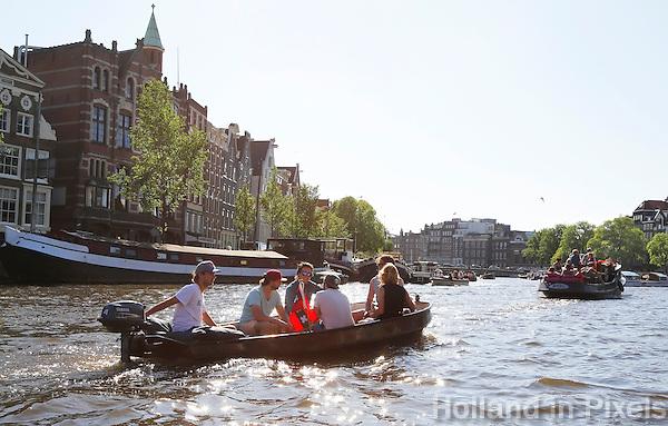 Nederland Amsterdam . Een zonnige dag op het water in Amsterdam. Foto Berlinda van Dam / Hollande Hoogte