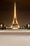Paris, France. 8 Decembre 2010.La Tour Eiffel..Paris, France. December 8th 2010.The Eiffel Tower.