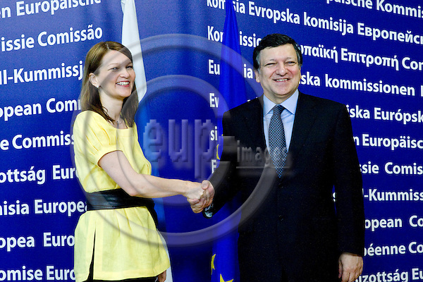 BRUSSELS - BELGIUM - 02 JULY 2010 -- Mari KIVINIEMI (Le), Prime Minister of Finland visiting Jose Manuel BARROSO, president of the EU commission.  -- PHOTO: Juha ROININEN / EUP-IMAGES