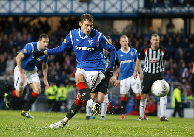 Nikica Jelavic blasts in goal no 2 for Rangers from the penalty spot