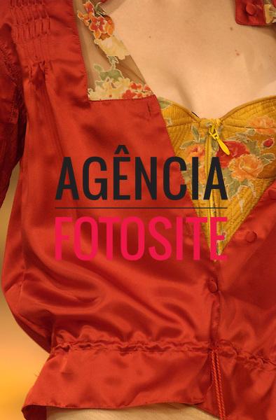 Sao Paulo, Brasil – 20/06/2004 - Detalhes do desfile de Lino Villaventura durante o São Paulo Fashion Week  -  Verão 2005. Foto : Olivier Claisser / Agência Fotosite
