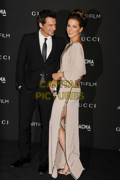 LOS ANGELES, CA - NOVEMBER 01: Director Len Wiseman (L) and actress Kate Beckinsale attend the 2014 LACMA Art + Film Gala honoring Barbara Kruger and Quentin Tarantino presented by Gucci at LACMA on November 1, 2014 in Los Angeles, California.<br /> CAP/ROT/TM<br /> &copy;Tony Michaels/Roth Stock/Capital Pictures