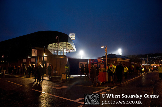 Crystal Palace 1 Huddersfield Town 1, 22/12/2012. Selhurst Park, Championship. Promotion chasing Crystal Palace aim to halt a poor run of form against lowly Huddersfield. Darkness falls ahead of the 5.20 kick off at Selhurst Park. Photo by Simon Gill.