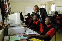 Nairobi .Ragazzi durante una lezione di computer inuna scuola privata di Nairobi..Nairobi: students in the private school of Nairobi during the lessono of technology