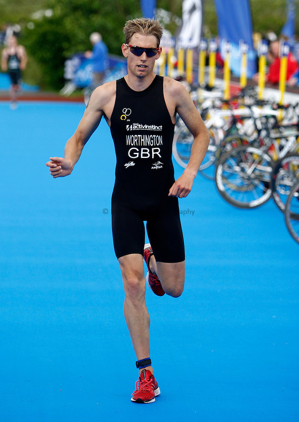 Photo: Richard Lane/Richard Lane Photography. British Triathlon Super Series, Parc Bryn Bach. 18/07/2009. .Steve Worthington finishes the Men's Elite Race.