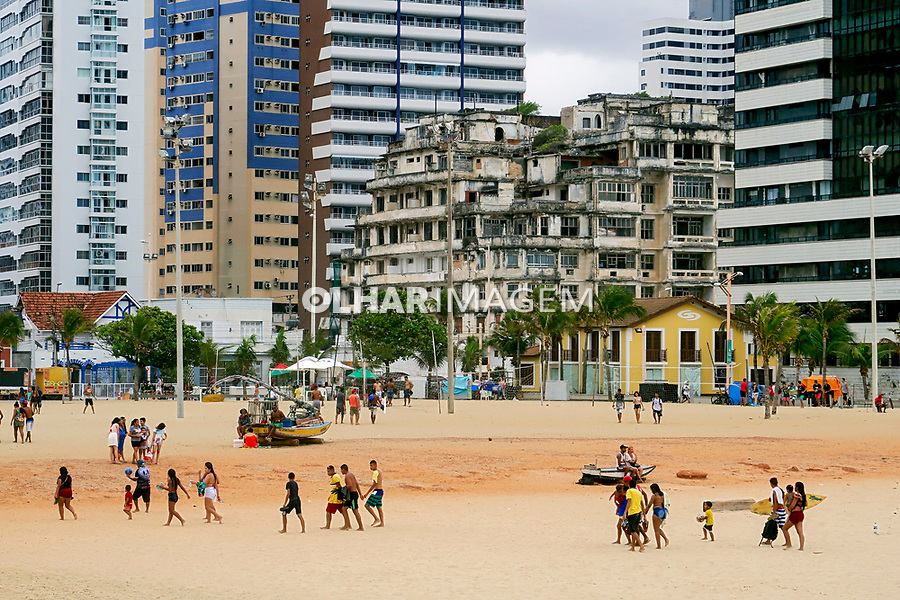 Pessoas na Praia de Iracema, Fortaleza, Ceara. 2018. Foto de Juca Nartins