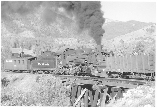 D&amp;RGW #481 pusing on empties up Monarch Branch.<br /> D&amp;RGW  Monarch Branch Big Curve, CO  Taken by Richardson, Robert W.