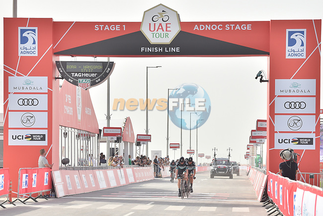 Bora-Hansgrohe approach the finish line of Stage 1 of the 2019 UAE Tour, a team time trial running 16km around Al Hudayriat Island, Abu Dhabi, United Arab Emirates. 24th February 2019.<br /> Picture: LaPresse/Massimo Paolone | Cyclefile<br /> <br /> <br /> All photos usage must carry mandatory copyright credit (© Cyclefile | LaPresse/Massimo Paolone)