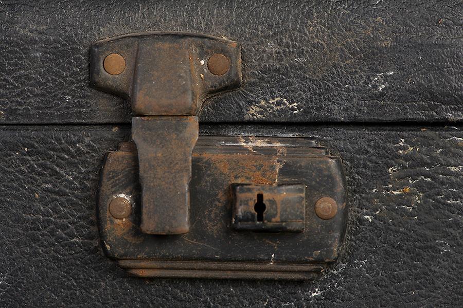 Willard Suitcases / William T / ©2014 Jon Crispin