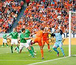Nederland, Amsterdam, 2 juni 2012.Oefenwedstrijd .Nederland-Noord Ierland.Robin van Persie van Nederland kopt de 1-0 binnen.