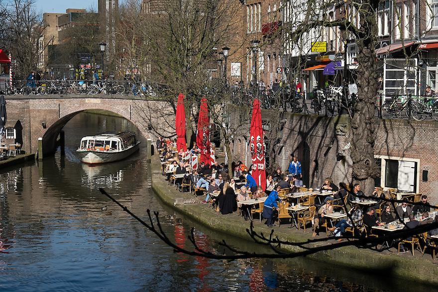 Nederland, Utrecht, 11 maart 2015<br /> Terrassen zitten vandaag alweer helemaal vol met het prachtige lenteweer. Een goed begin van het seizoen voor de horeca.<br /> Foto: (c) Michiel Wijnbergh