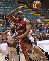 BOGOTÁ -COLOMBIA-15-03-2013. Smith Quentin Lemar de Águilas pasa el balón para eludir a Fuentes Pitawa y Restrepo Trejos de Piratas durante partido de la décima tercera fecha de la Liga Direct TV de baloncesto Profesional de Colombia 2013./ Smith Quentin Lemar passes de ball to elude Fuentes Pitawa y Restrepo Trejos  of Piratas during the game of the thirteenth date of DirecTV professional basketball League 2013 in Colombia. Photo: VizzorImage/STR