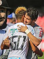 SAO PAULO, SP, 03 MARÇO 2013 - CAMP. PAULISTA - SANTOS X CORINTHIANS - Neymar (E) do Santos e Alexandre Pato do Corinthians em partida válida pelo Campeonato Paulista 2013 no Estádio do Morumbi em São Paulo (SP), neste domingo (03). (FOTO: WILLIAM VOLCOV / BRAZIL PHOTO PRESS).