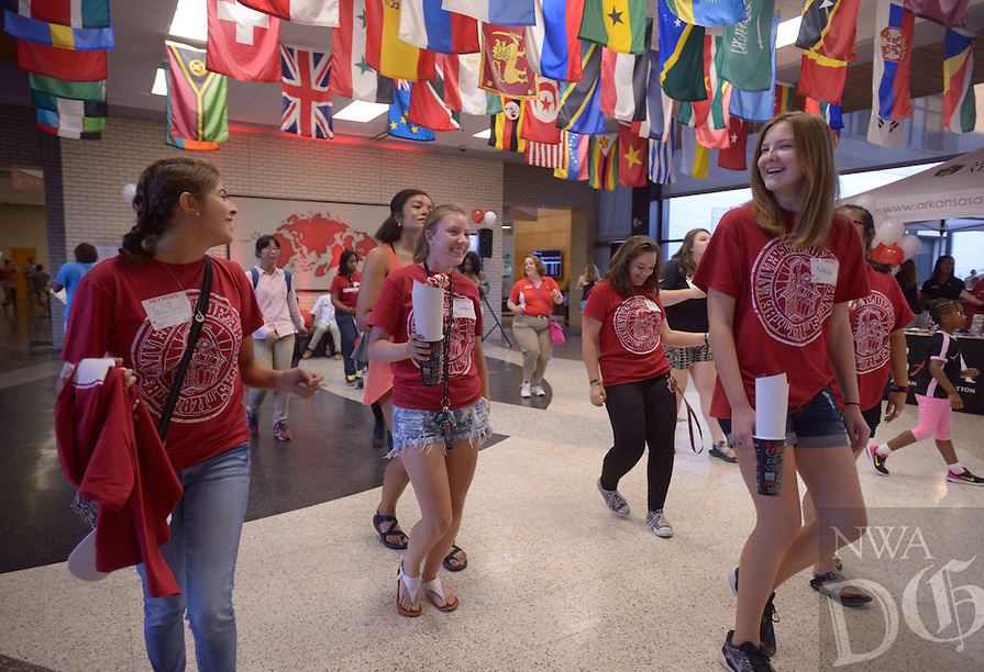NWA Democrat-Gazette/BEN GOFF @NWABENGOFF<br /> New students enjoy games and activities Sunday Aug. 21, 2016 during the New Student Welcome After Party in the Arkansas Union on the University of Arkansas campus in Fayetteville.