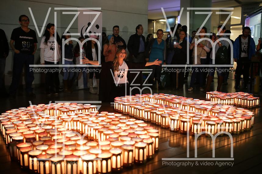 "BOGOTA - COLOMBIA -19-03-2016. Bogotá se unió a la jornada mundial ""Hora del Planeta"" del Fondo Mundial de la Naturaleza (WWF) en donde se promueve la idea de apagar las luces por 60 minutos. / Bogotá joined the world campaign ""Earth Hour"" the World Wildlife Fund (WWF) where the idea of turning off lights for 60 minutes is promoted. Photo: VizzorImage/ Ivan Valencia /CONT"