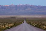 Bolivia, Altiplano, gravel road on the Altiplano near Nevado Sajama