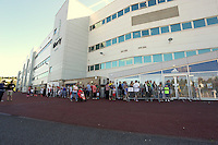 Pictured: A long queue of supporters flock to the club shop to be the first to buy the new shirts. Saturday 21 June 2014<br />