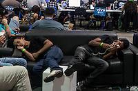 """SÃO PAULO, SP. 05.02.2015 - CAMPUS PARTY 2015/ MOVIMENTAÇÃO – Movimentação dos  """"Campuseiros"""" durante a tarde deste terceiro dia da Campus Party 2015, nesta quinta-feira (5), na zona sul de São Paulo. (Foto: Taba Benedicto / Brasil Photo Press)"""