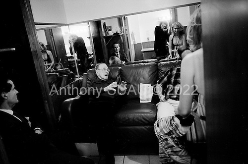 New York, New York<br /> one night in August, 2008<br /> <br /> Nicki Parrott (bass player) and legendary guitarist Les Paul on and back stage at the Iridium in New York City.<br /> <br /> They are joined by Shawn Tully, senior editor at Fortune Magazine and jazz enthusiast.