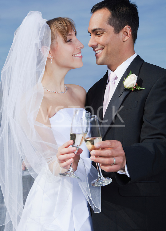 USA, California, San Francisco, bride and groom holding champagne