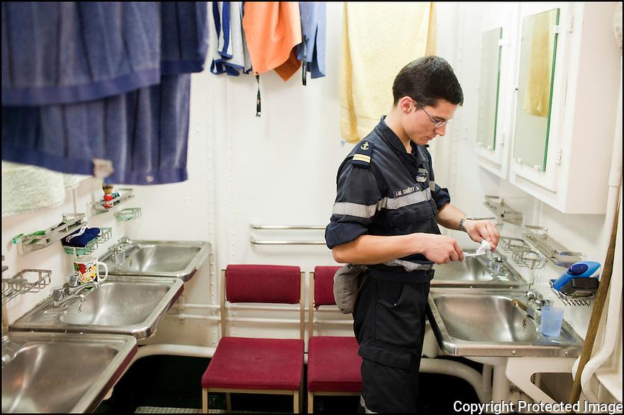 2009 / Officier &eacute;l&egrave;ve.<br /> La salle de bain.