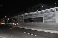 RIO DE JANEIRO, RJ, 27.05.2014 - BRT - TRANSCARIOCA - BRT é visto na estação Transcarioca no Rio de Janeiro no inicio da madrugada desta terca-feira, 27. (Foto: Celso Barbosa / Brazil Photo Press).