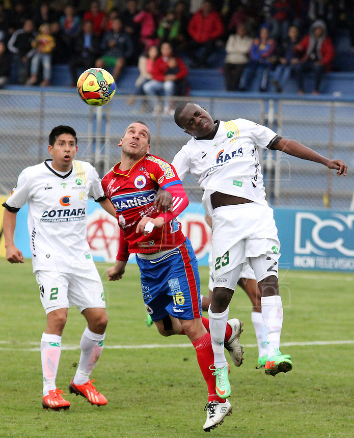 PASTO - COLOMBIA -07-09-2014: Jorge Ramírez (Izq.) jugador de Deportivo Pasto disputa el balón con Doger Palacios  (Der.) jugador de La Equidad durante partido entre Deportivo Pasto y La Equidad de la fecha 8 de la Liga Postobon II 2014, jugado en el estadio Libertad de la ciudad de Pasto. / Jorge Ramírez (R)  player of Deportivo Pasto fights for the ball with Doger Palacios (L) player of La Equidad during a match between Deportivo Pasto and La Equidad for the date 8 of the Liga Postobon II 2014 at the Libertad stadium in Pasto city. Photo: VizzorImage  / Leonardo Castro / Str.