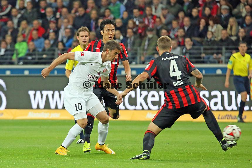 Filip Duricic (Mainz) gegen Makoto Hasebe und Marco Russ (Eintracht) - Eintracht Frankfurt vs. 1. FSV Mainz 05, Commerzbank Arena