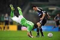 FUSSBALL   1. BUNDESLIGA   SAISON 2011/2012   27. SPIELTAG VfL Wolfsburg - Hamburger SV         23.03.2012 Mario Mandzukic (li, VfL Wolfsburg) gegen Heiko Westermann (re, Hamburger SV)
