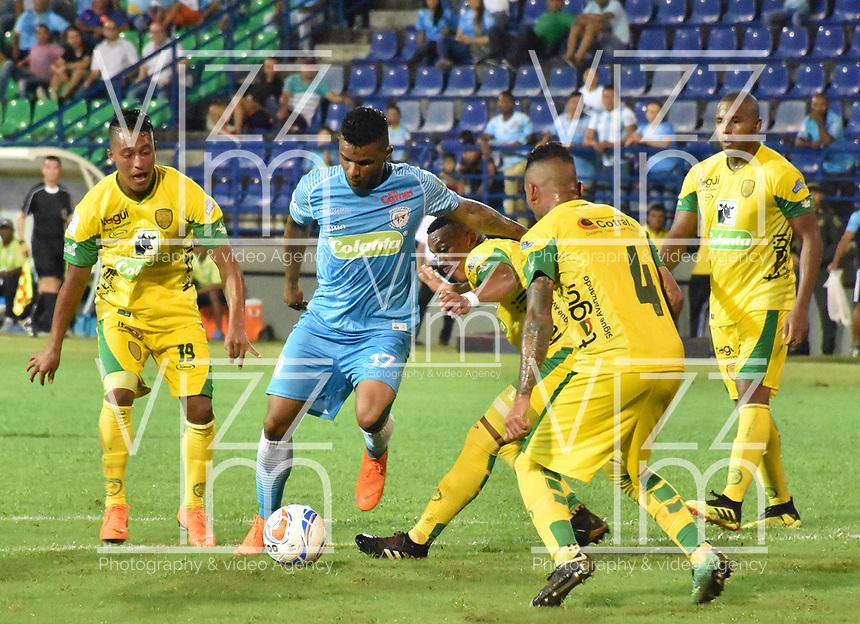 MONTERIA - COLOMBIA, 06-08-2018: Jhony Cano (C) jugador de Jaguares de Córdoba disputa el balón con Yeison Zabaleta (Izq) y Edisson Restrepo (Der) jugador de Leones F.C. durante partido por la fecha 3 de la Liga Águila II 2018 jugado en el estadio Municipal de Montería. / Jhony Cano (C) player of Jaguares of Cordoba vies for the ball with Sebastian Gomez (L) and Edisson Restrepo (R) player of Leones F.C. during a match for the date 3 of the Liga Aguila II 2018 at the Municipal de Monteria Stadium in Monteria city. Photo: VizzorImage / Andres Felipe Lopez / Cont