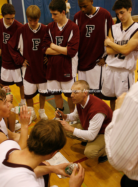 Farmington's coach Duane Witter talks to his team during a timeout in Division L quarter final action at Southington High School Monday night.  The Eagles were defeated by the Indians 59-41  Michael Kabelka Republican / American