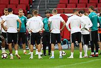 Ansprache von Bundestrainer Joachim Loew (Deutschland Germany) - 12.10.2018: Abschlusstraining der Deutschen Nationalmannschaft vor dem UEFA Nations League Spiel gegen die Niederlande