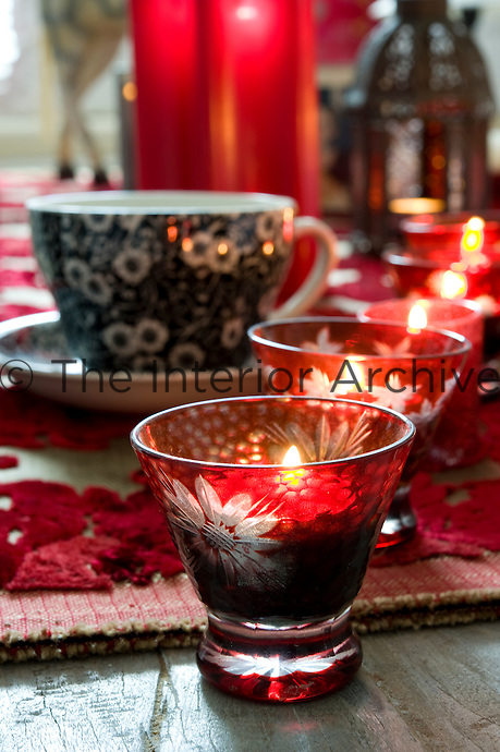 A row of tealights in red glasses decorates the coffee table