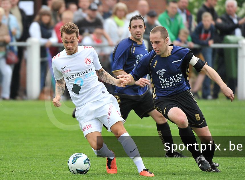 KV Kortrijk - SV Kortrijk : Robert Klaasen aan de bal voor Stijn De Smet (rechts)<br /> foto VDB / Bart Vandenbroucke